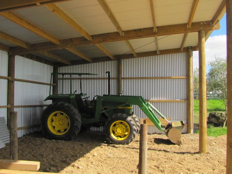 Garages For Tractors : Implement sheds and standard pole timberspan